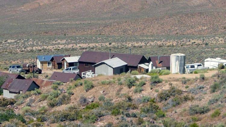 """""""Abusos e atrocidades"""": Família que vive ao lado da Área 51 rompe o silêncio depois de 60 anos"""