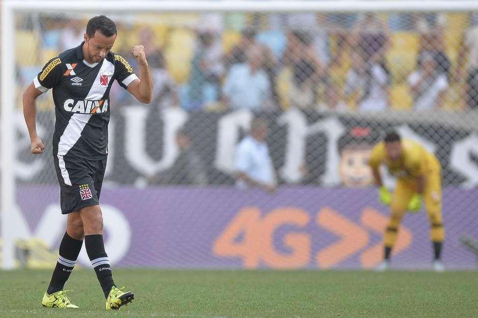 Com 10 pontos em 12 disputados, Vasco vence o Sport no Maracanã e sai da lanterna do Brasileirão