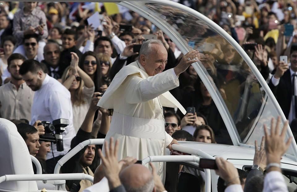 'Mundo está com sede de paz', diz Papa durante viagem a Cuba