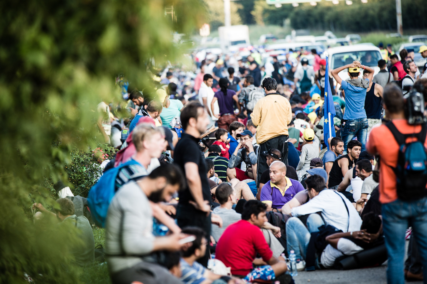 Barco afunda na Grécia; Alemanha restringe acesso a fronteiras