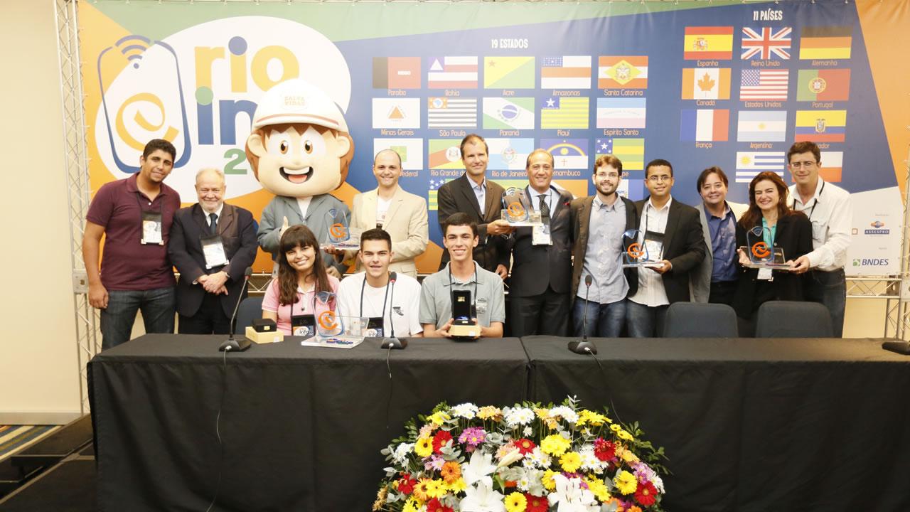 Jovens inventores apresentam soluções de robótica para o cotidiano no Rio Info