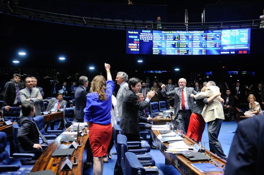 Senado aprova reforma política que muda critério nos pleitos proporcionais e garante eleição dos mais votados