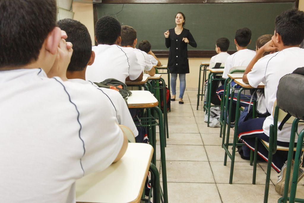 Pesquisa CNT mostra que o ensino médio não é atraente para os jovens