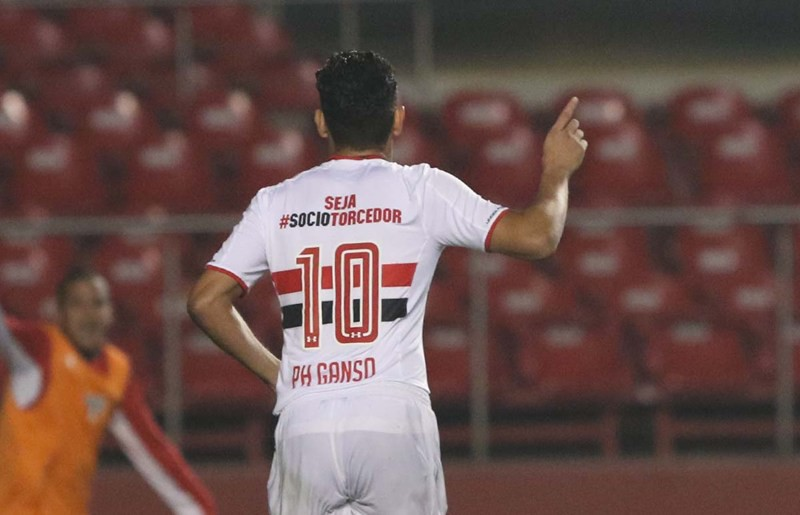 São Paulo atropela o Sport e assume a quarta posição