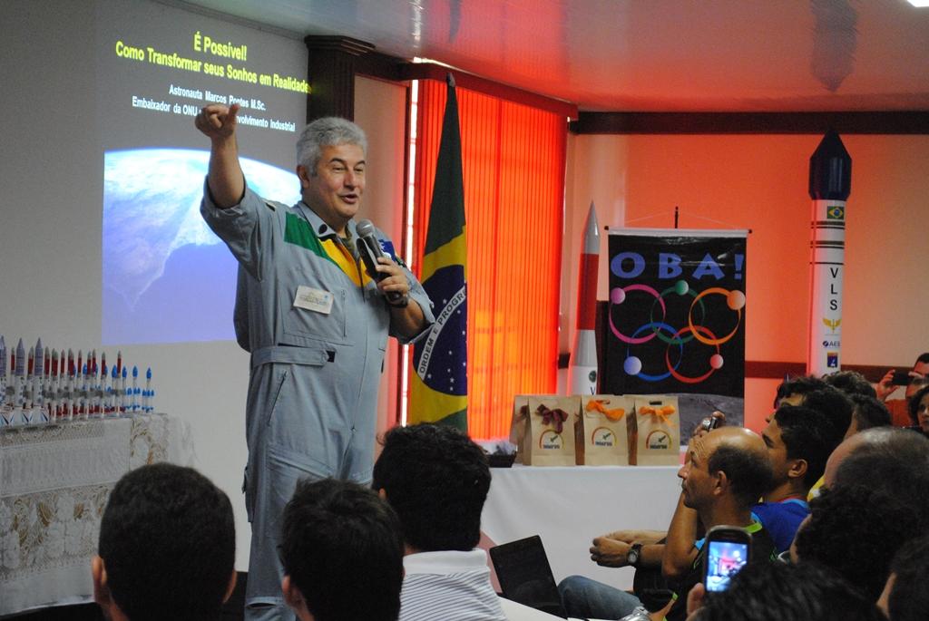 Com presença de Marcos Pontes, Jornada de Foguetes aproxima jovens das ciências espaciais