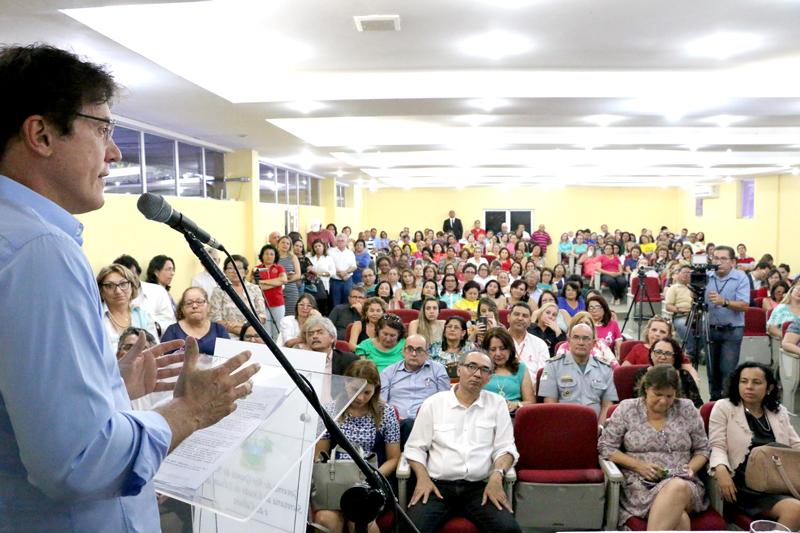 Robinson Faria concede progressão salarial para mais de 11 mil professores do Estado