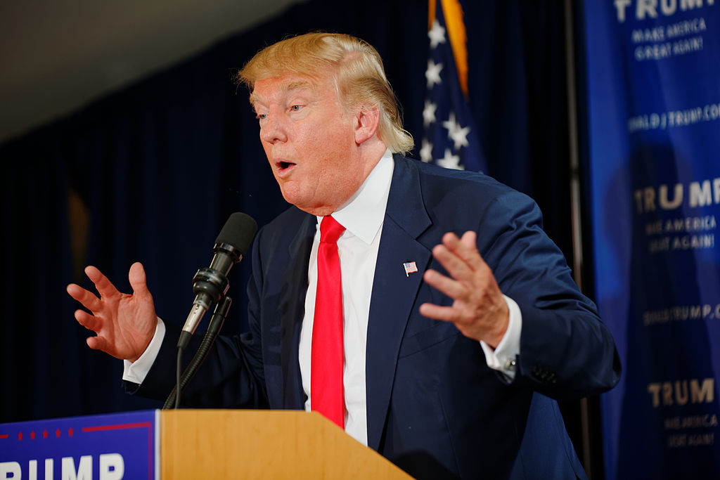 Trump diz que refugiados podem fazer ataque como o de 11/9