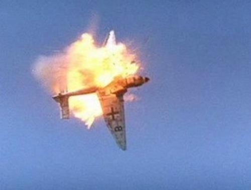 Aeronave militar explode no ar e mata duas pessoas na Itália