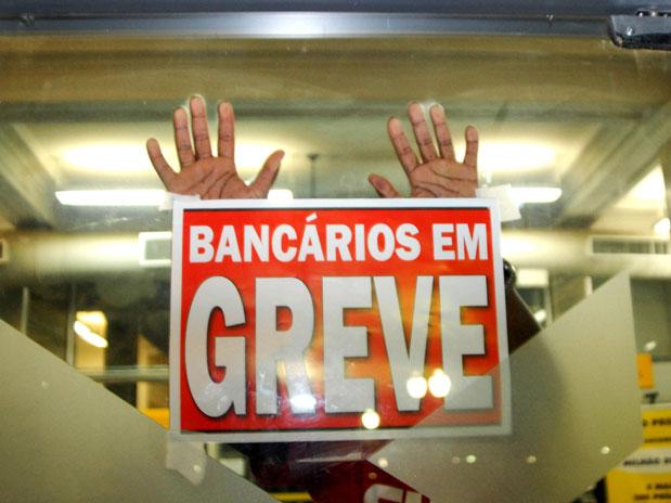 Bancários entram em greve nesta terça em todo o país
