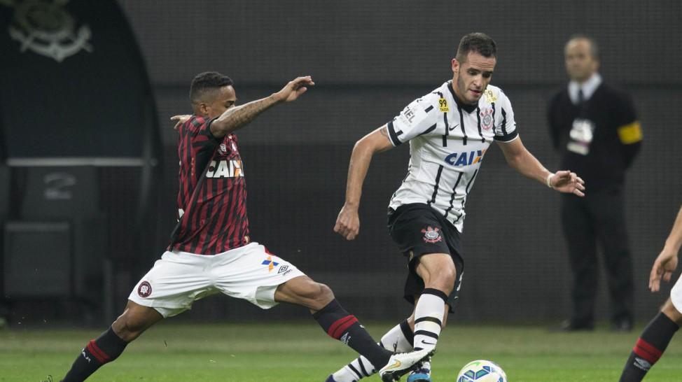 Corinthians vence o Atlético Paranaense e é cada vez mais líder na Série A