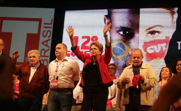 """""""Me insurjo contra o golpismo e suas ações conspiratórias"""", diz Dilma Rousseff"""