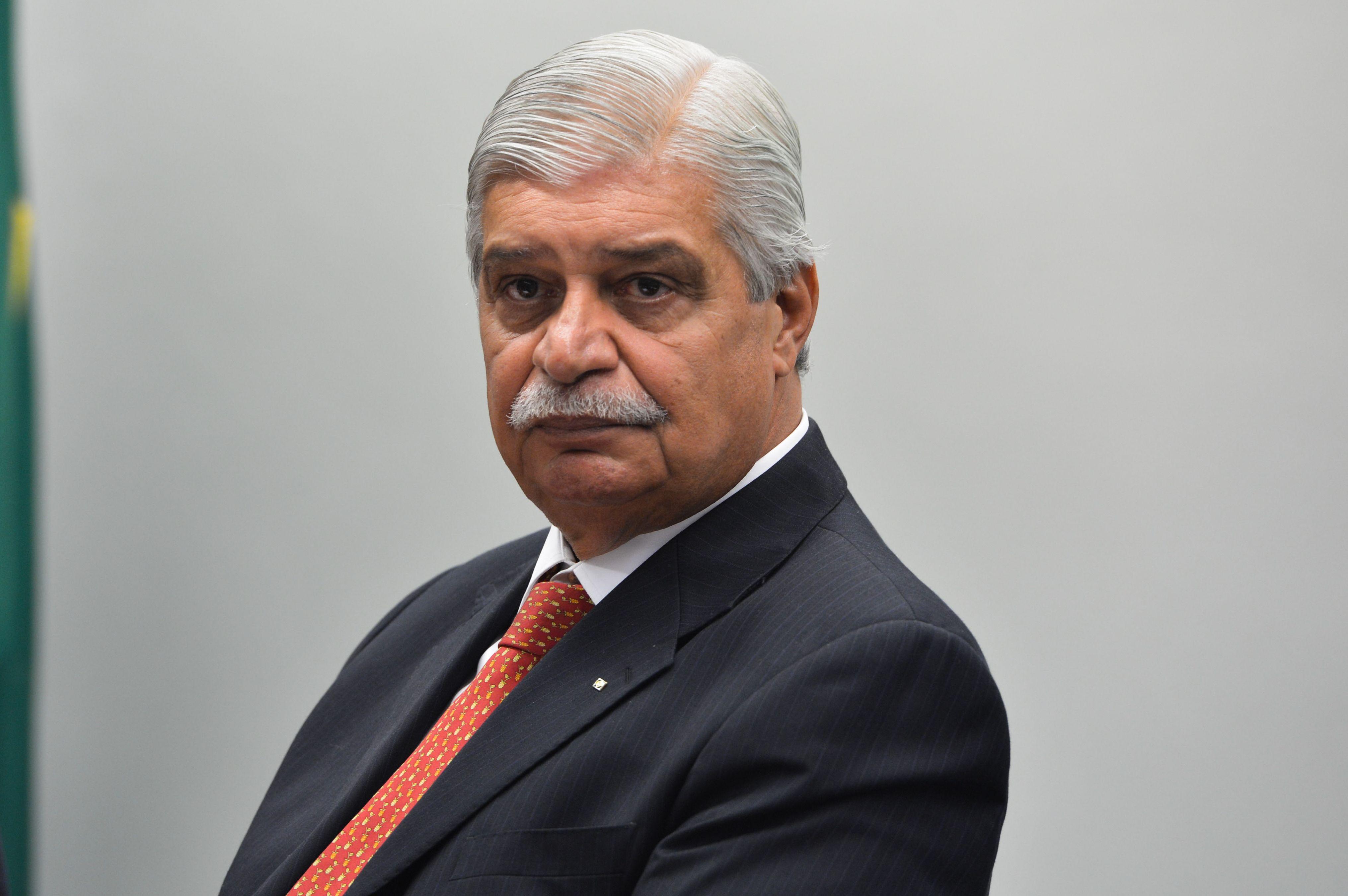 Em depoimento na CPI, ex-ministro defende Lula e BNDES