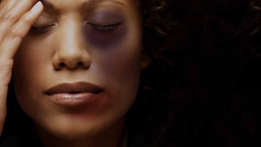 Taxa de homicídios de mulheres negras é o dobro se comparado a de mulheres brancas