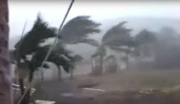Furacão Patricia atinge costa oeste do México; vídeos mostram momento da chegada