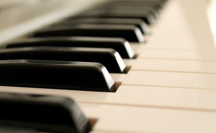 Escola de Música apresenta recitais de canto e piano neste sábado