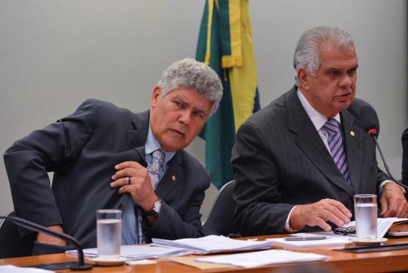 PSOL e Rede entram com pedido de cassação de Cunha no Conselho de Ética