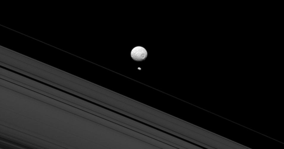 Sonda Cassini se aproxima de impressionante lua de Saturno