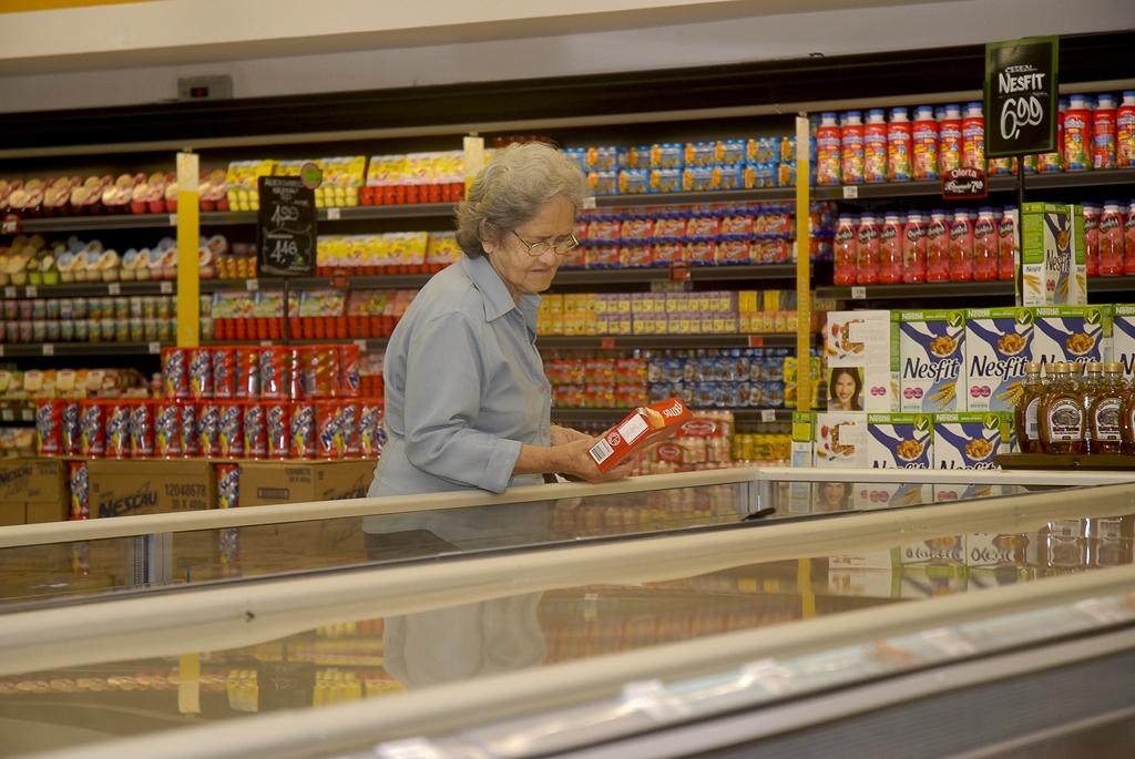 Vendas nos supermercados caem 0,96% em 2015