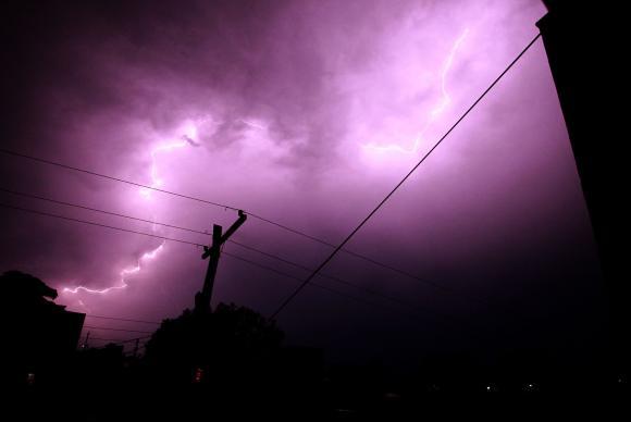 Temporal deixa três mortos e milhares sem energia no Rio Grande do Sul