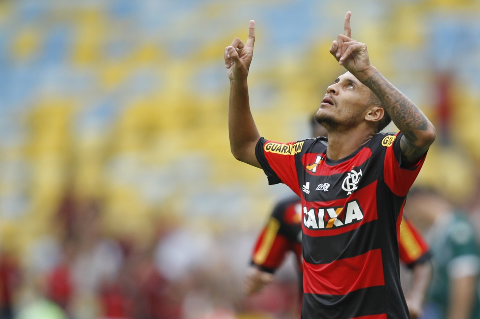 Flamengo goleia o Goiás sob protestos da torcida
