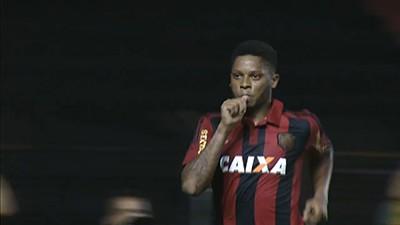 Sport bate o Grêmio e segue na briga pelo G-4