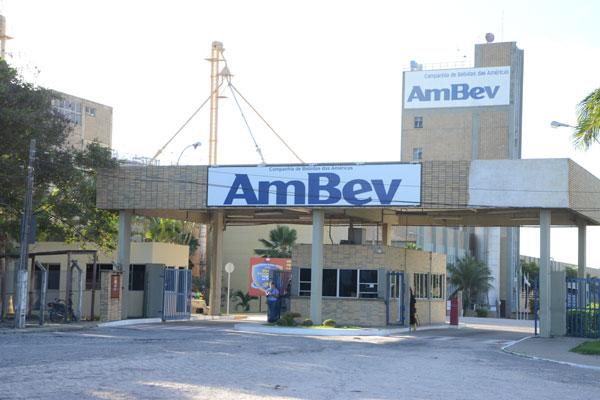 Ambev fecha fábrica em São Gonçalo e funcionários já começam a ser demitidos