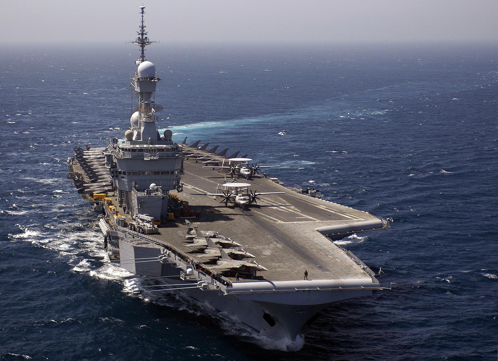 Caças franceses iniciam ataques ao EI nesta segunda (23)