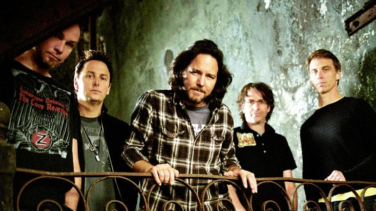 Pearl Jam doa cachê de show para vítimas do desastre em Mariana e pede punição dos culpados