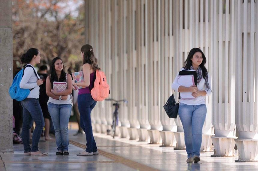 Estudantes do ProUni e Fies terão prioridade no estágio em órgãos federais
