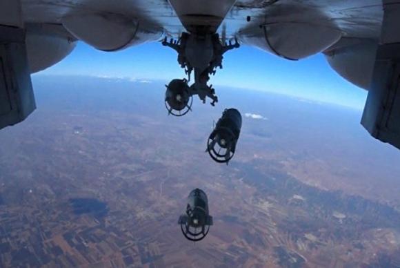 Aviação russa destrói 500 caminhões-cisterna de terroristas na Síria