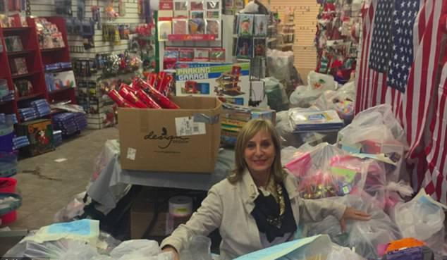 Americana compra loja de brinquedos e doa para crianças em abrigos