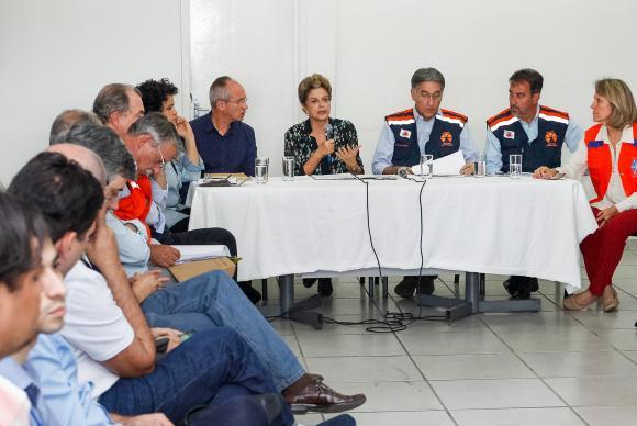 Governo irá multar mineradora Samarco em R$ 250 milhões, afirma Dilma