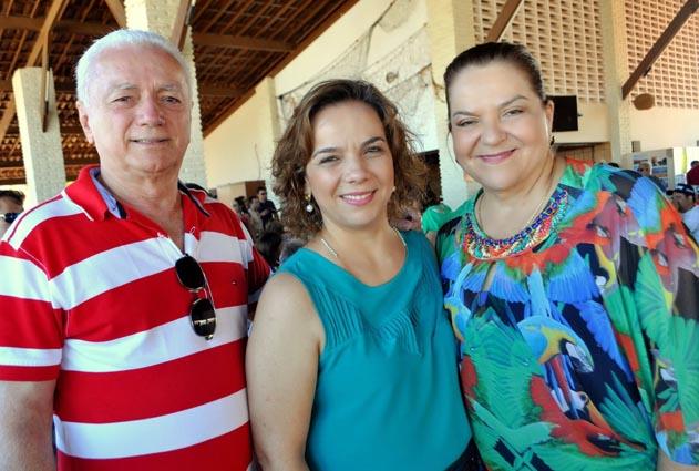 Laíre, Sandra e Larissa Rosado são denunciados por desvio de recursos do SUS