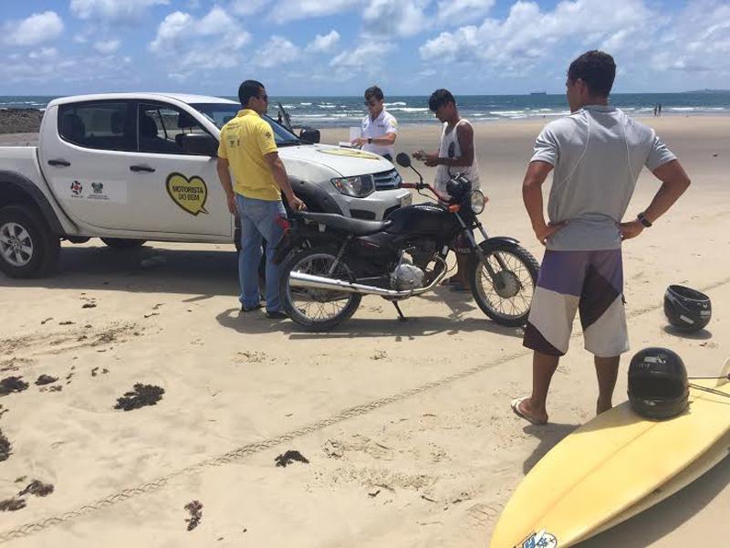 Detran fiscaliza trânsito de veículos na faixa de areia das praias