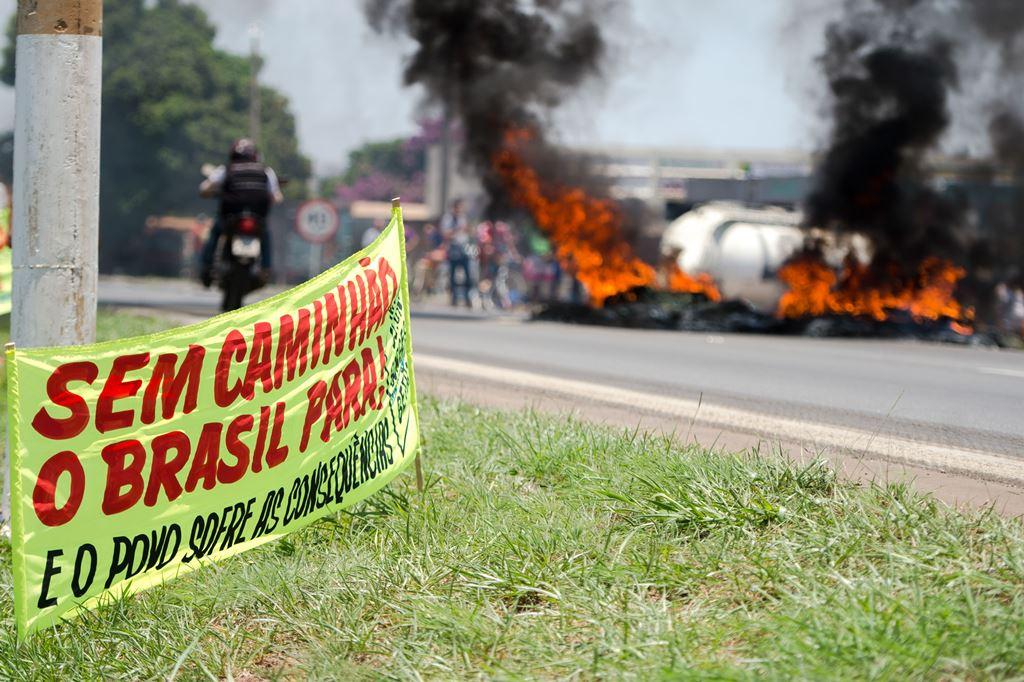 De acordo com movimento, protesto de caminhoneiros atinge 12 estados