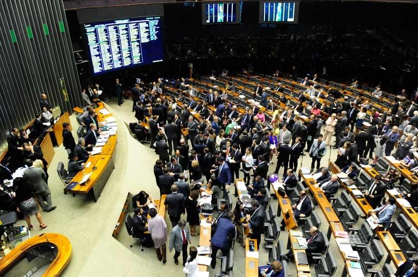 Comissão do Senado aprova proposta que proíbe reeleição de prefeitos, governadores e presidente
