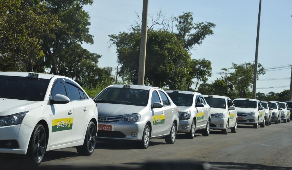Taxistas do RJ e DF fazem manifestações contra o Uber