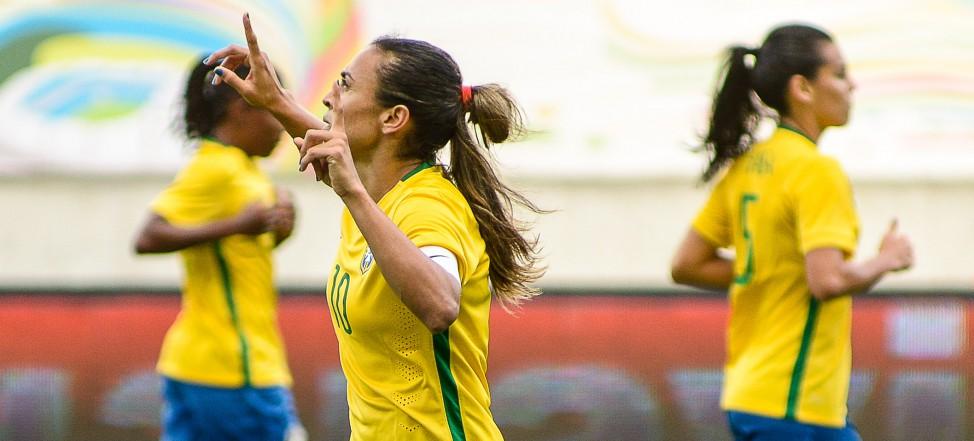 Com gol histórico de Marta, Brasil goleia o México por 6 a 0 na Arena das Dunas