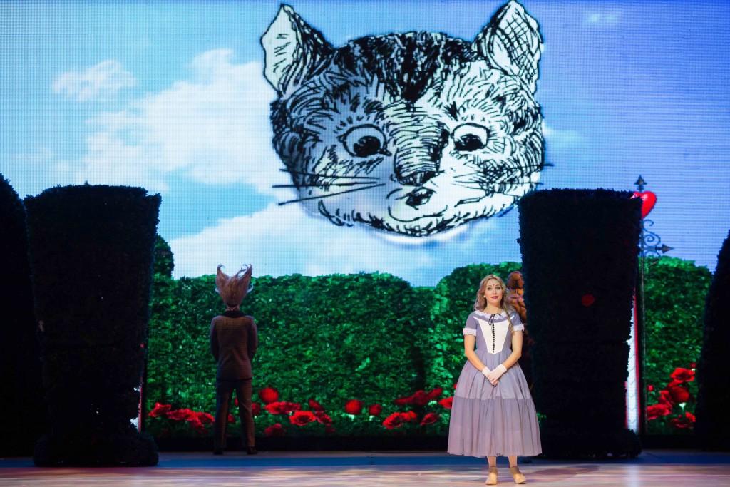 Musical Alice No País das Maravilhas chega ao Teatro Riachuelo