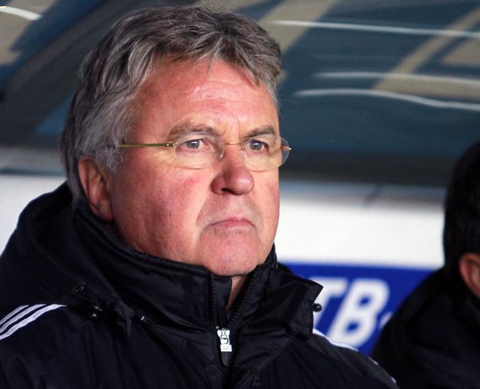Chelsea confirma Hiddink no comando da equipe