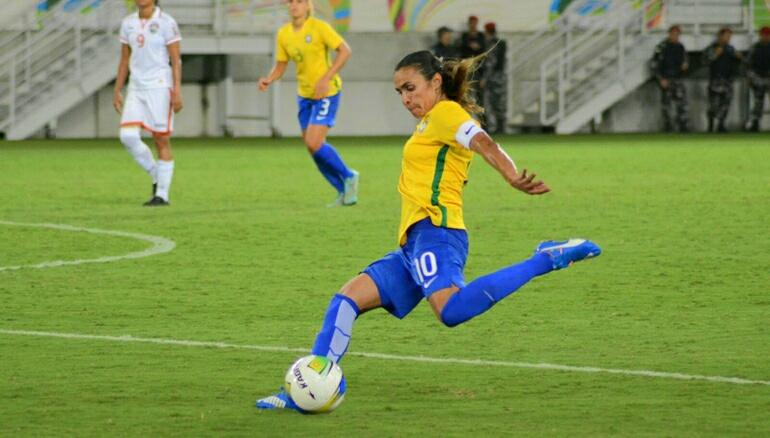 Na Arena das Dunas, Marta faz cinco gols e Brasil vence por 11 a 0