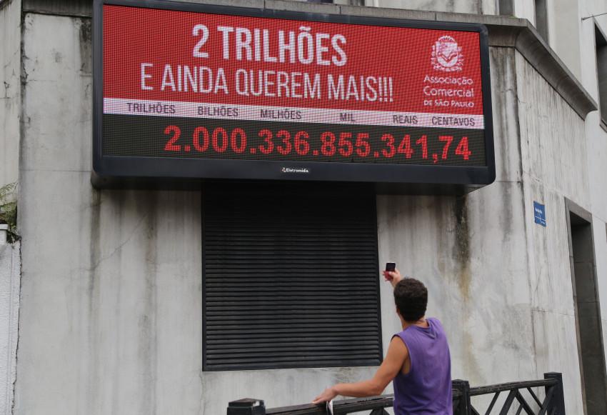 Brasileiros pagaram R$ 2 trilhões de impostos este ano