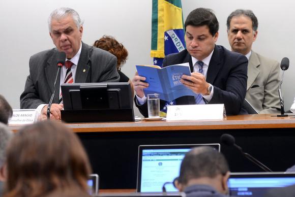 Conselho de Ética rejeita pedido de vista e processo sobre Cunha continua