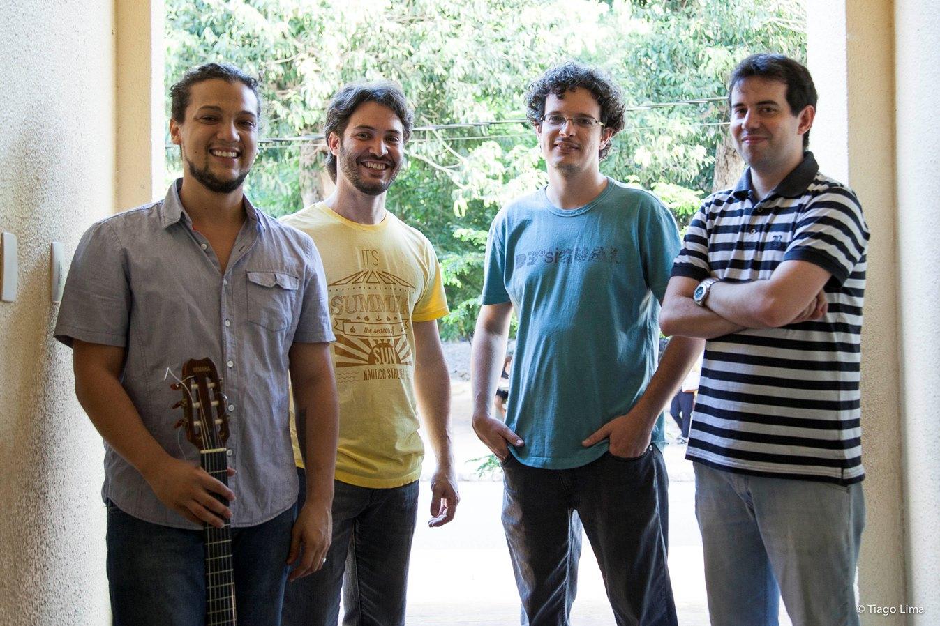 Diogo Guanabara e Macaxeira Jazz juntos no palco do Som da Mata