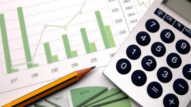 Instituições financeiras projetam queda da economia em 2,95% este ano