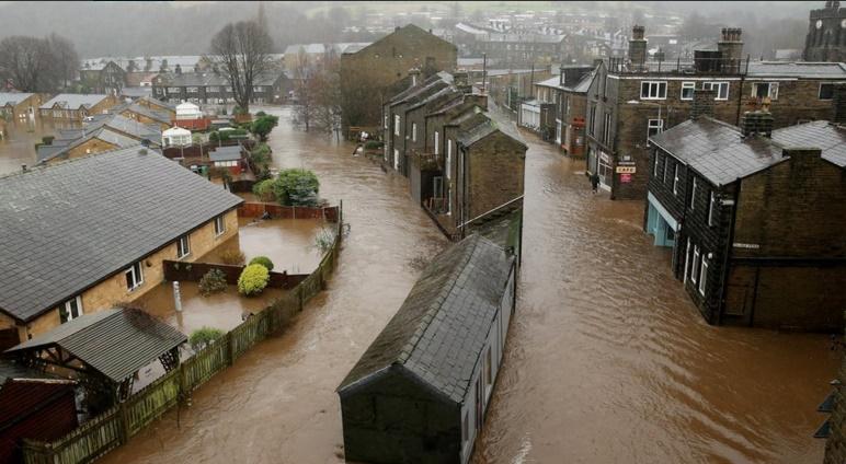 Inundações na Inglaterra deixam centenas de desalojados