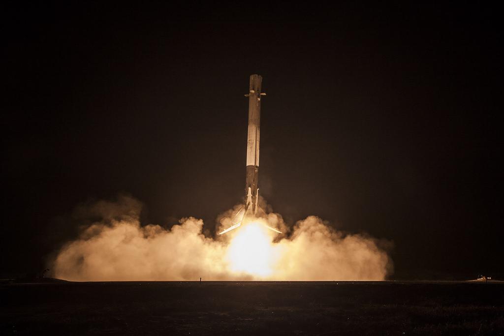 SpaceX faz lançamento e pouso histórico do foguete Falcon 9