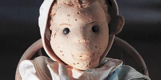 """Conheça a história de Robert, o verdadeiro """"Boneco Assassino"""""""