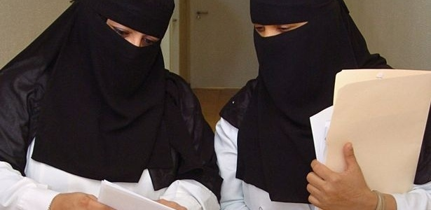 Na Arábia Saudita, mulheres votam pela primeira vez