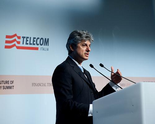 CEO da Telecom acredita em retomada do crescimento no Brasil